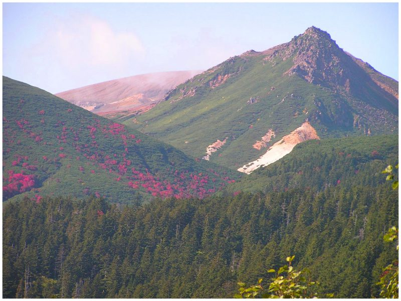 Mt. Meakan Trekking: Lake Akan Lakeside – Akan-Fuji – Lake Onneto (Approx. 10 km)